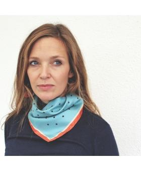 foulard en soie bleu ciel à étoiles
