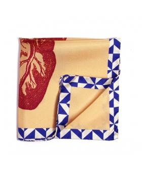 pochette costume beige et bleu avec coeur en gravure