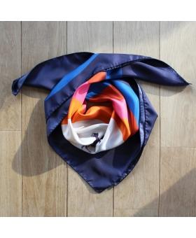 foulard en soie 90x90cm motif cible et daims