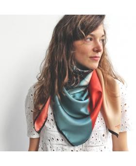 foulard en soie 90x90cm rouge et bleu avec méduse