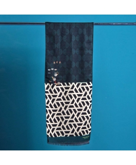 wool scarf with graphic pattern