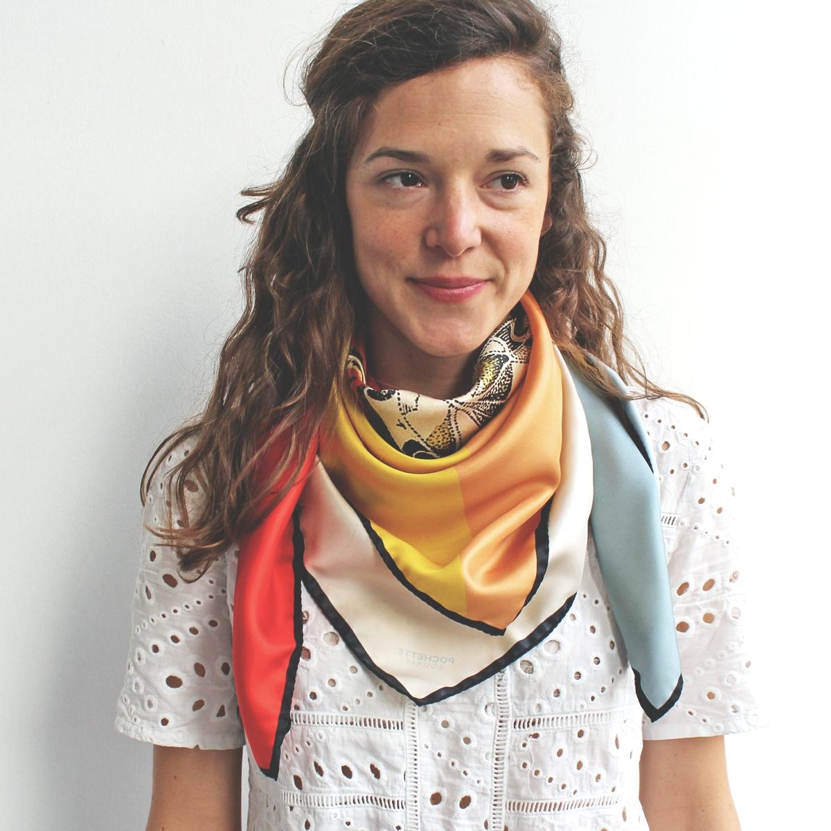 Comment porter un foulard pochette square - Comment porter un petit foulard carre ...