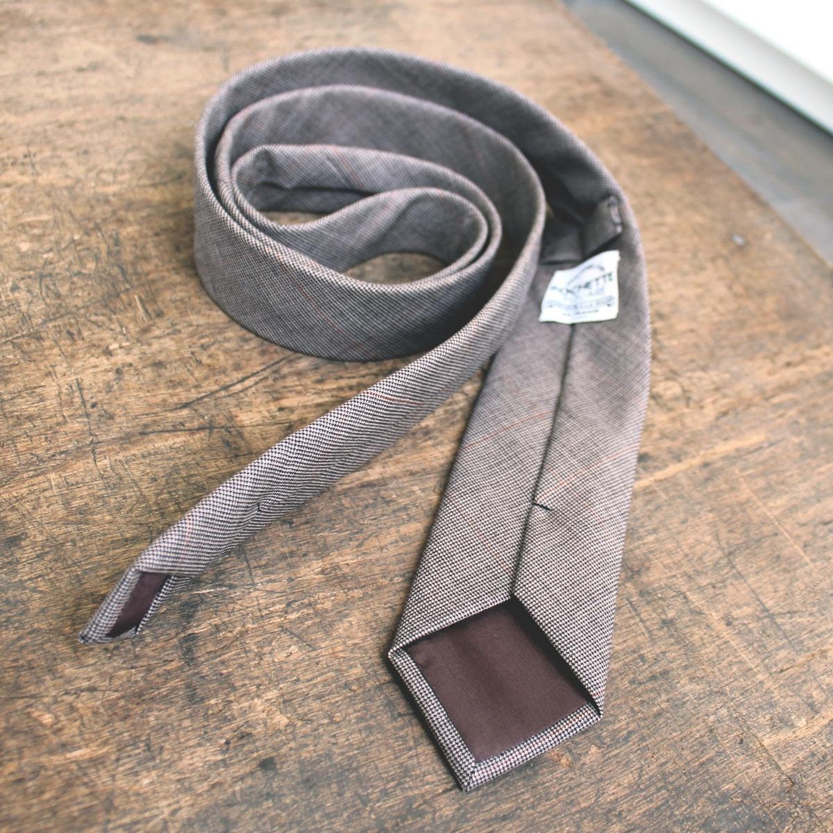 Cravate laine entretien