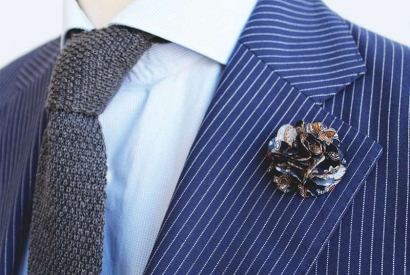 How to wear a lapel flower?