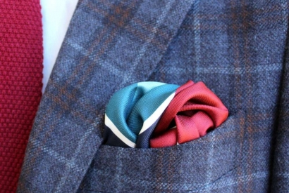 3 pocket square folds in one minute.